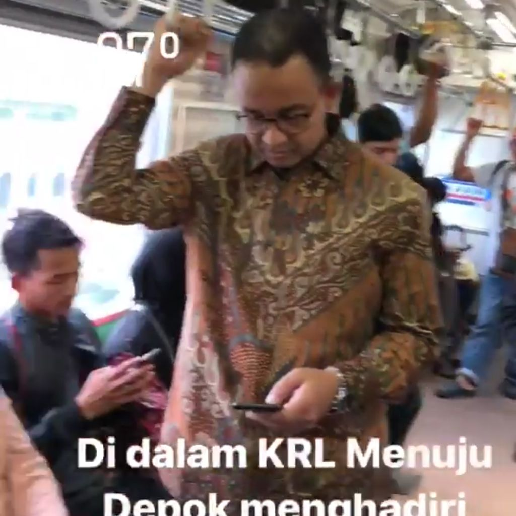 Naik KRL, Anies Hadiri Pernikahan Anak Bambang Widjojanto