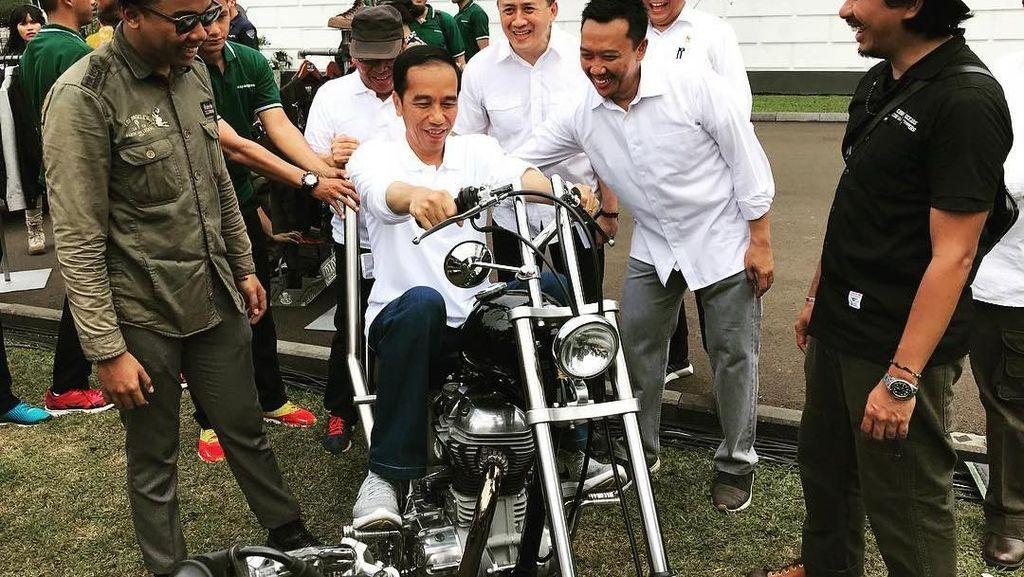 Jokowi Awalnya Jajal Chopper Warna Hitam