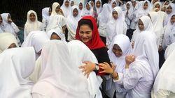 Berani Bercita-cita Tinggi, Pesan Puti kepada Santriwati Bangkalan