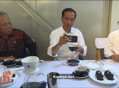 Foto: Jokowi, Kopi dan Cantiknya Gunung Puntang