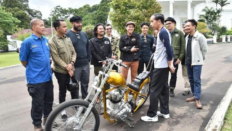 Cinta pada Pandangan Pertama Jokowi ke Motor Chopper Emas