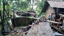 Angin Kencang di Kebumen, Belasan Rumah Ambruk Tertimpa Pohon