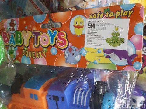 Mainan impor berlabel SNI di Pasar Gembrong