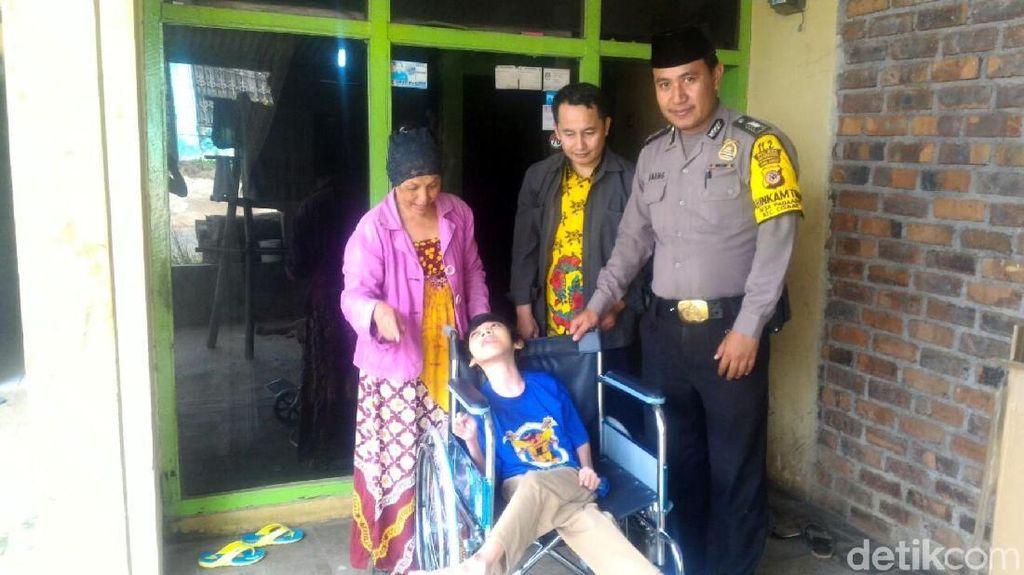 Kisah Persahabatan Bripka Anang dan Bocah Disabilitas di Sukabumi