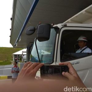 Naik Truk, Jokowi Jajal Tol Bakauheni