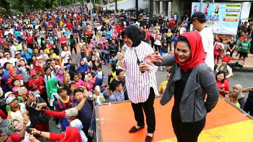 Risma Ajak Puti Sapa Warga Surabaya dan Ziarah Mbah Bungkul