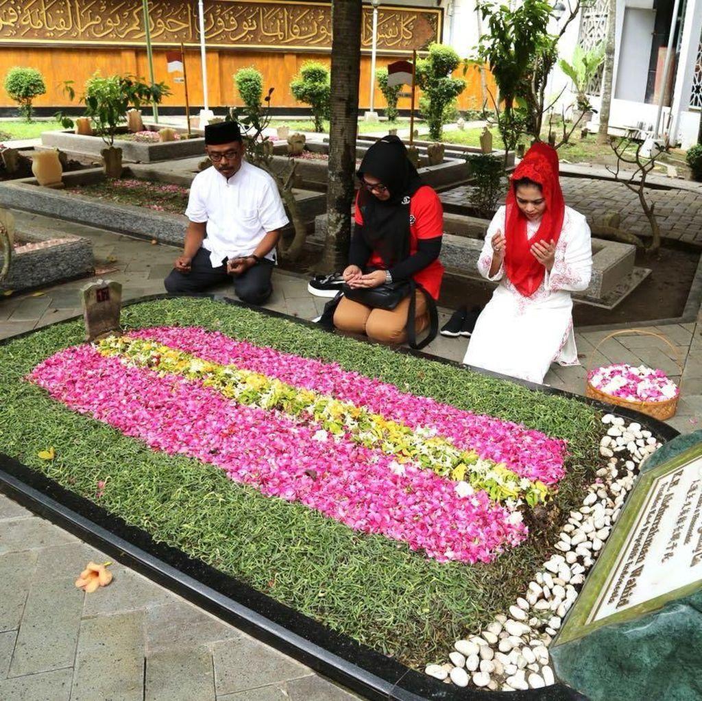 Puti Safari ke Jombang, Temui Gus Solah dan Ziarah Makam Gus Dur