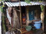 Kisah Nenek Saorah yang Tinggal Sendiri di Gubuk Lusuh