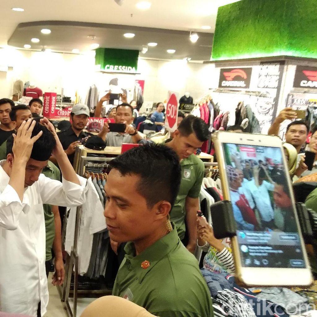 Tak Mau Dihadiahi, Jokowi Lebih Pilih Beli Peci dari Pedagang ini
