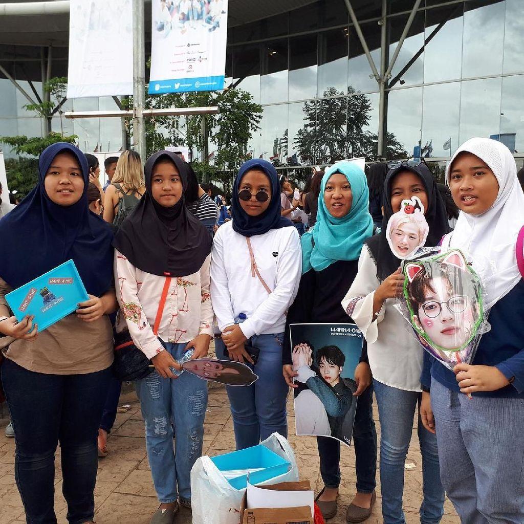 Dari Bali hingga Kalimantan Rela ke Jakarta Demi Wanna One