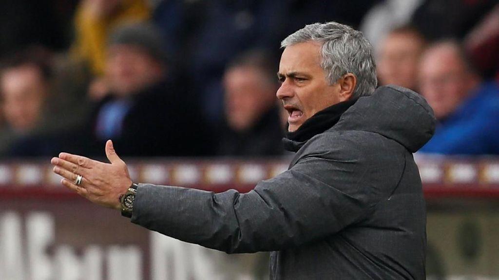 Mourinho Yakin Sanchez Akan Gabung MU