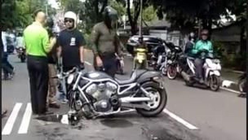 Heboh Kecelakaan Moge VS Mobil, Sopir Mobil Dipukul