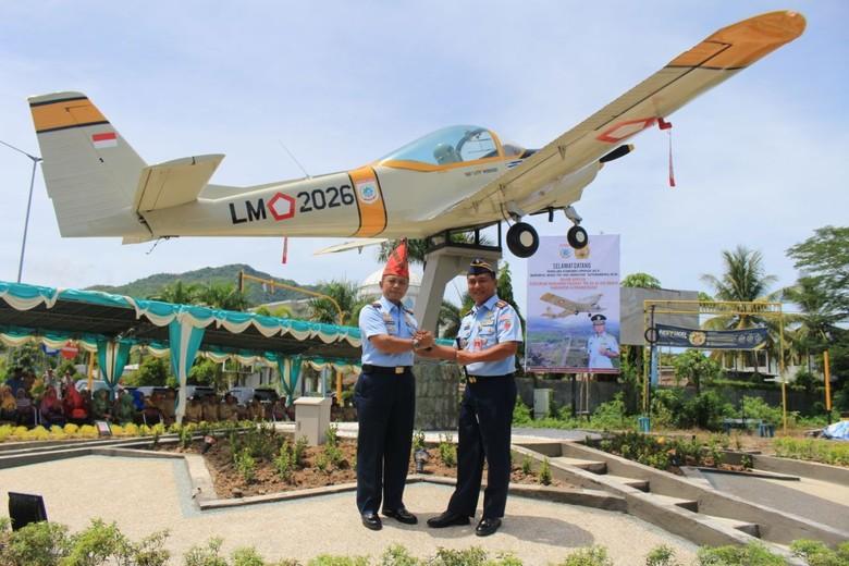 Bertengger di Tengah Kota, Pesawat AS 202 Bravo Percantik Mataram