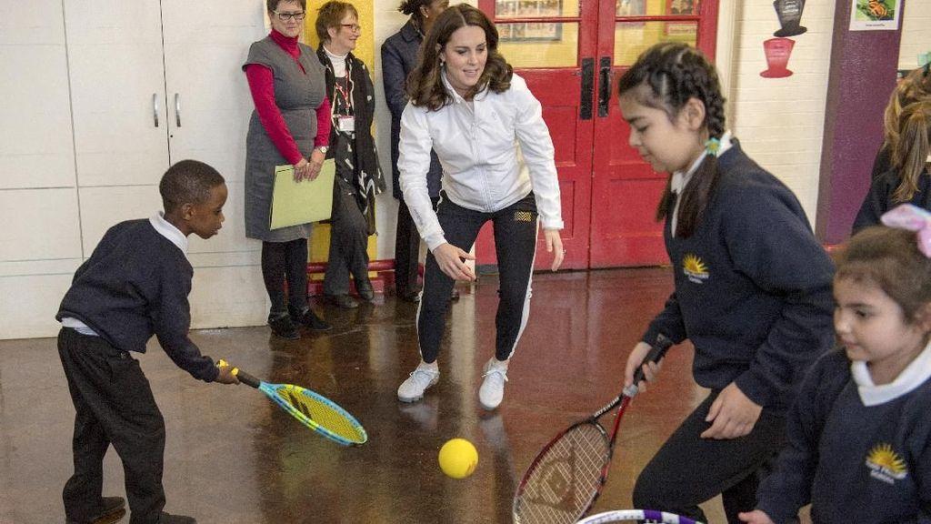 Foto: Lihat Gesitnya Kate Middleton Berolahraga saat Hamil 5 Bulan