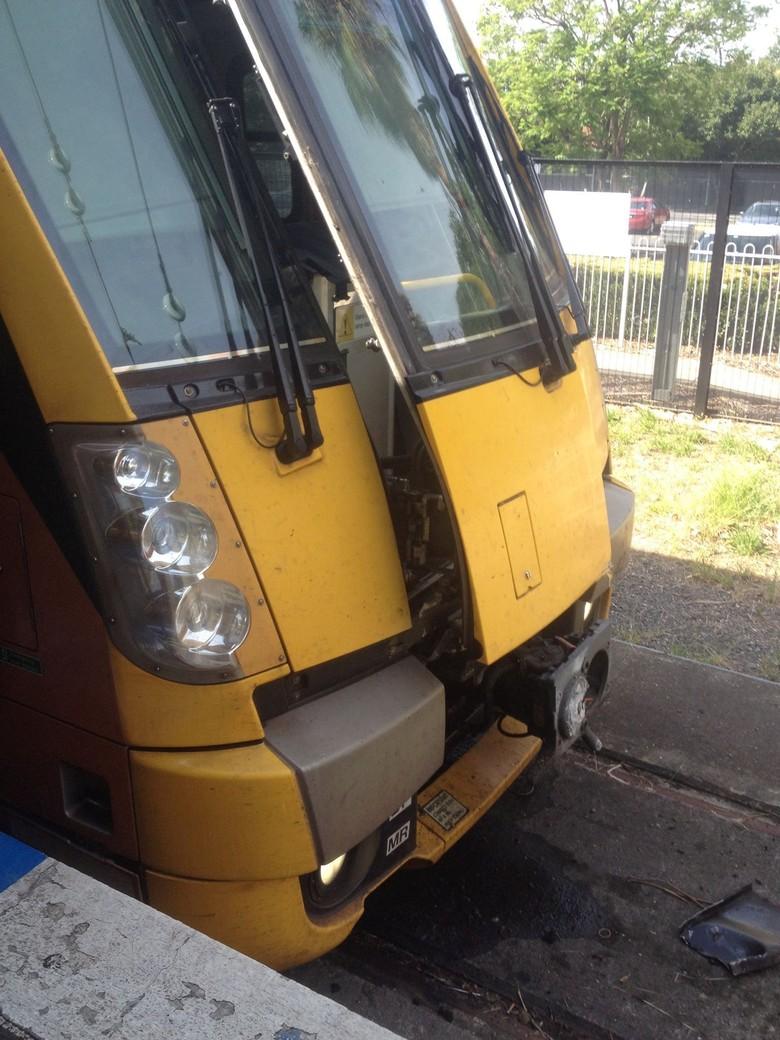 Foto: Kereta yang Kecelakaan di Sydney dan Bikin Penumpang Terbang