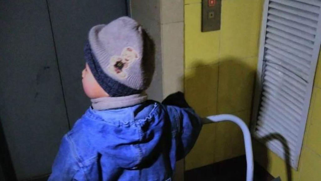 Kisah Haru Bocah 6 Tahun yang Jadi Kurir Antar 30 Paket Per Hari