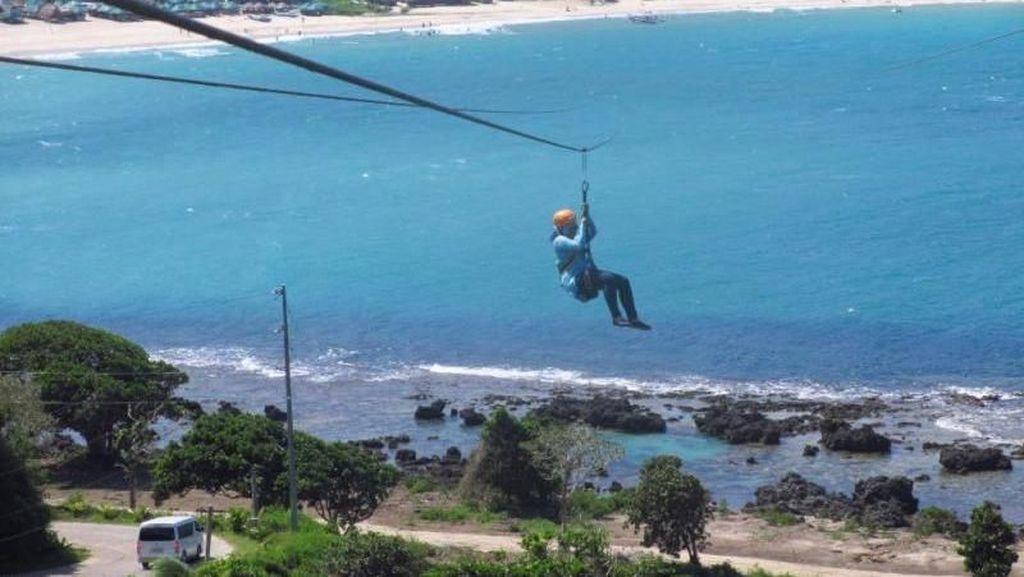 Memacu Adrenalin, Zipline Ini Ada di Atas Pantai