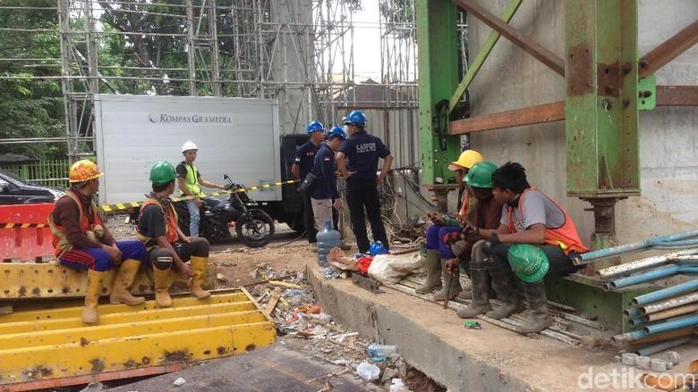 Beton Proyek LRT Roboh, Polisi Periksa 4 Saksi