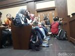 Usai Diperiksa KPK, Deisti Hadir di Sidang Novanto