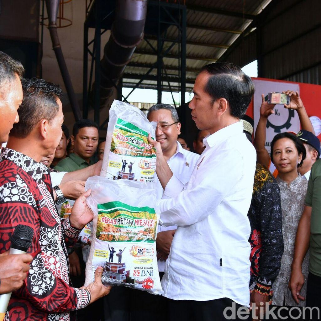 Jokowi Dorong Petani di Mesuji Jual Beras Secara Online