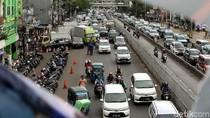 Dikuasai PKL dan Parkir Liar, Kawasan Jatinegara Kembali Semrawut
