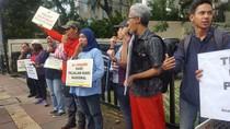 Tragedi Maut Afriyani, Koalisi Pejalan Kaki Tabur Bunga di Tugu Tani