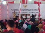 Jokowi dan Idrus Marham Bagi-bagi KIP dan PKH di Palembang