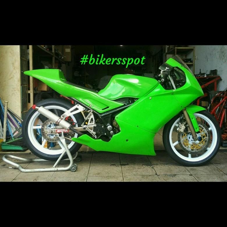 Kawasaki Ninja 150 RR Bergaya Motor Balap, Keren Juga!