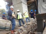 Puslabfor Polri Cek Lokasi Konstruksi LRT yang Roboh