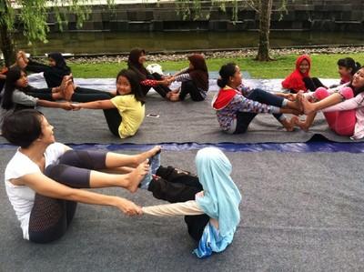 Gemasnya Melihat Anak-anak Melakukan Gerakan Yoga