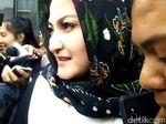Istri Setya Novanto Hanya Tersenyum Usai Diperiksa KPK
