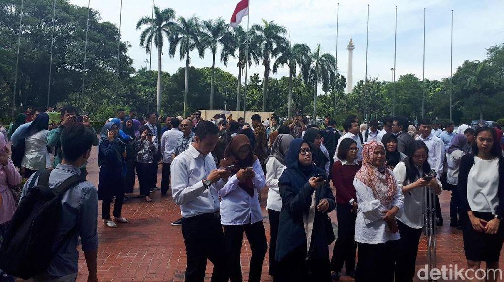 Berhamburan, Pegawai Kementerian BUMN Keluar Gedung Gara-gara Gempa