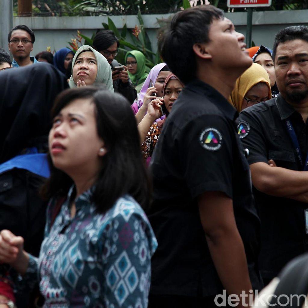 Begini Ekspresi Kepanikan Warga Jakarta Pasca Gempa