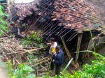 Dapur Rumah Pasangan Lansia Di Sukabumi Ambruk Karena Gempa