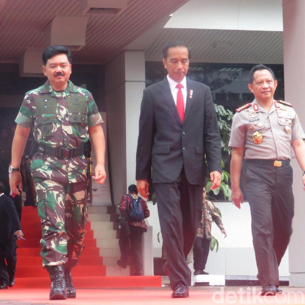 Usai Beri Pengarahan di Rapim TNI-Polri, Jokowi Bertolak ke Istana