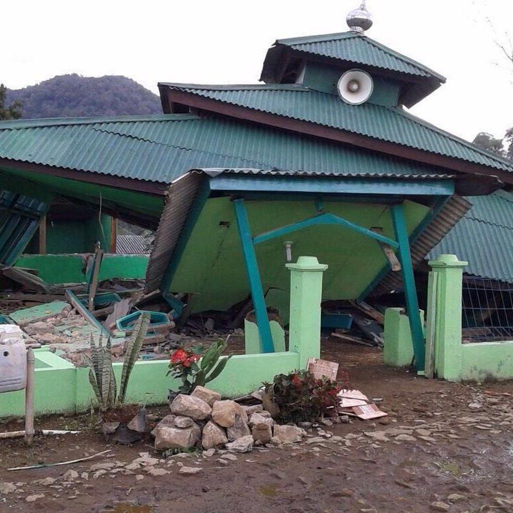 Foto: Masjid di Kabupaten Bogor yang Ambruk karena Gempa Banten