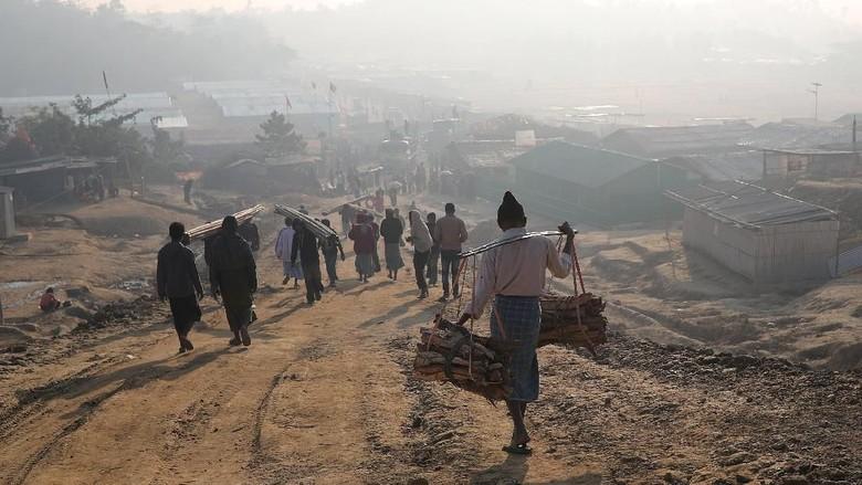 Terjebak Baku Tembak di Kamp Bangladesh, Pria Rohingya Tewas