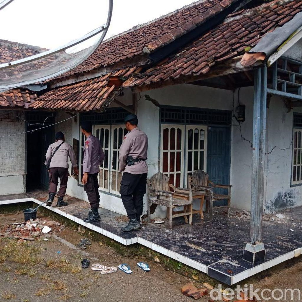 Wagub dan Wakapolda Banten Tinjau Rumah Rusak Akibat Gempa