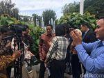 Balai Kota Diguncang Gempa, Sandi: Goyang, Bunyi Krek Krek Krek