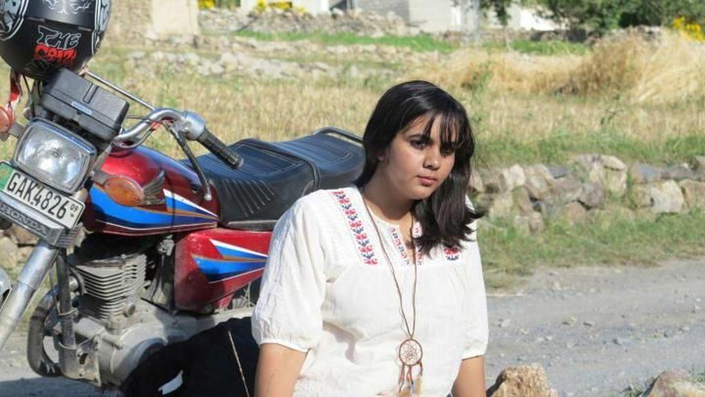 Foto: Zenith, Wanita Pakistan Pertama Touring Pakai Motor