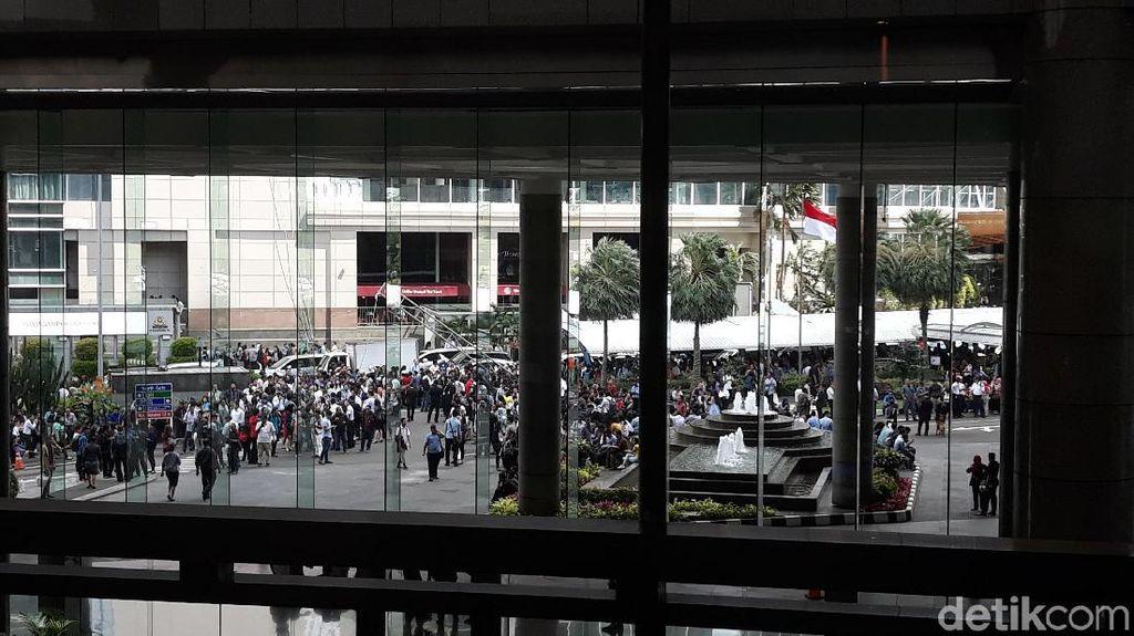Gempa Keras Guncang Jakarta, Pegawai di Gedung BEI Berhamburan