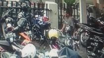 Terekam CCTV, Pencuri Motor Ini Lakukan Aksinya Dengan Santai