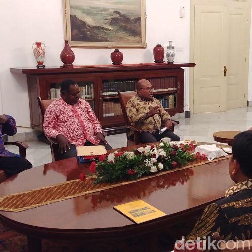 Jokowi Bertemu Gubernur Papua dan Bupati Asmat Bahas Gizi Buruk