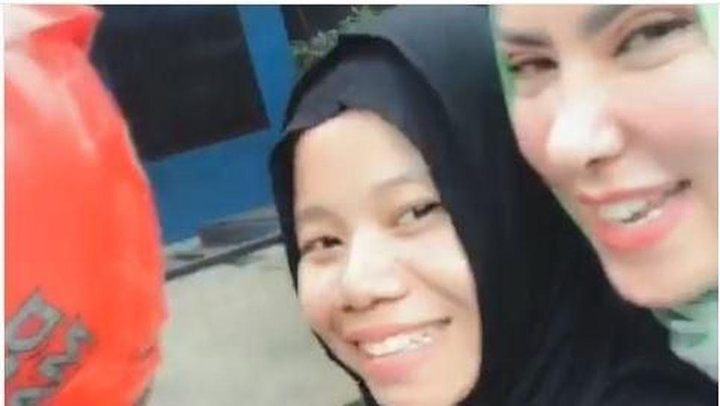 Naik Motor Bertiga Tanpa Helm, Angel Lelga Diprotes Netizen