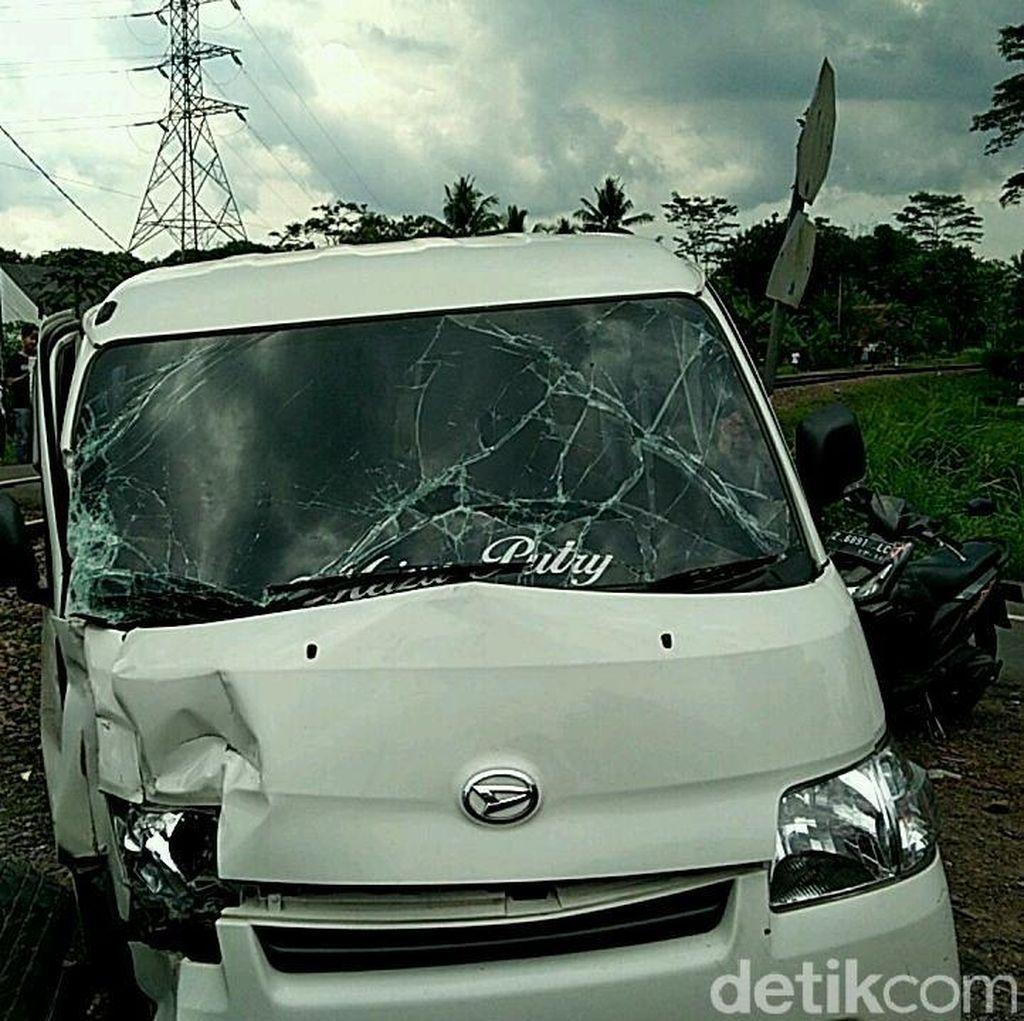 Mobil Tertabrak Kereta di Ciamis, Sopir dan Penumpang Selamat