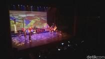 Teater HUT Megawati ke-71: Martabak, Susilo hingga Tiang Listrik
