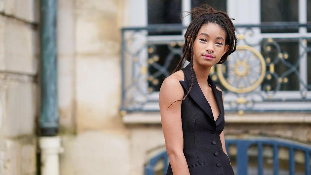 Foto: Willow Smith di Fashion Show Dior, Dulu Tomboi Kini Feminin