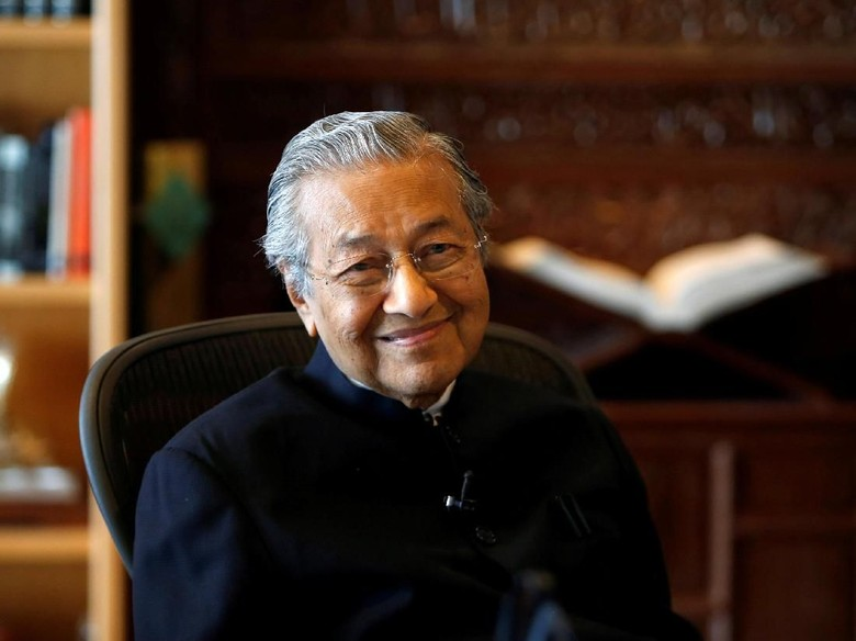 Mahathir Mohamad Ungkit Teori Konspirasi Hilangnya MH370