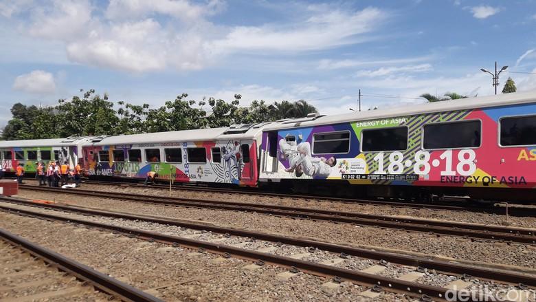 Kereta Api Argo Parahyangan Anjlok di Stasiun Bandung