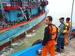 Terombang-ambing, KM Astro Sari Berhasil Sandar di Pantai Popoh